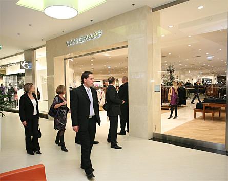 36b1870668 Van Graaf üzlet nyitott Magyarországon - Kereskedelem - Hírek ...