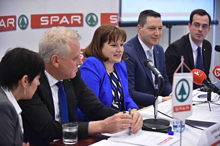 A SPAR Magyarország vezetői a mai sajtótájékoztatón. (fotó  SPAR  Magyarország) 9529963499